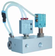 Vakuumejektor mit Selbstabschaltung und pneumatischer Abfrage